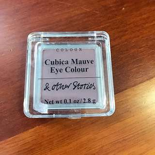 & Other Stories Matte Eye Shadow Color in Mauve