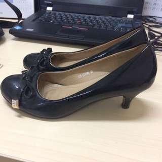 Sepatu Merk Betina