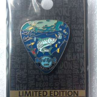 Hard Rock Cafe Pins - TAMPA BAY AIRPORT HOT 2016 UNDERWATER SCENE GUITAR PICK!