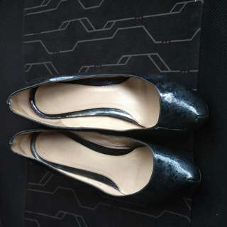 Sepatu fendi