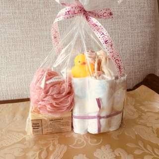 Newborn AND Mama congratulatory mini diaper cakes