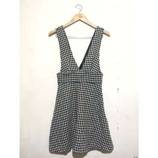 🚚 GU千鳥格紋吊帶裙可拆短裙