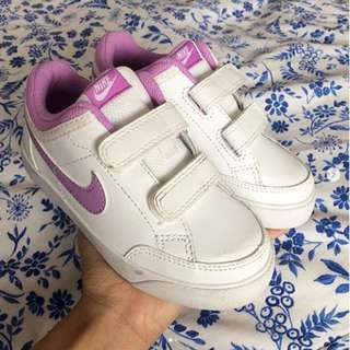 NEW & ORIGINAL Nike Kids Sneaker - UK Size 8.5