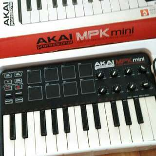 Akai mpk mini keyboard controller