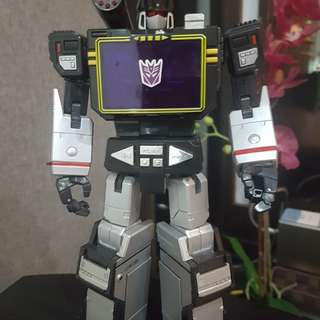 Authentic Takara Masterpiece SoundBlaster MP13B with authentic Ratbat (Black Soundwave)