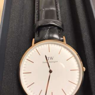 Daniel Wellington classic Reading 金色