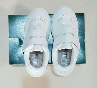 Unisex white school shoes