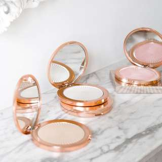 Sale! Skin Kiss Highlighter Compact by Makeup Revolution