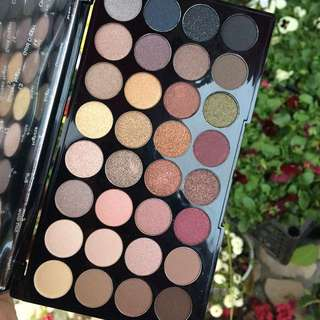 Sale! Flawless Ultra 32 Eyeshadow Palette by Makeup Revolution 🍭