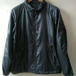 Jaket Semi Anti Air UNIQLO ORIGINAL Size XL
