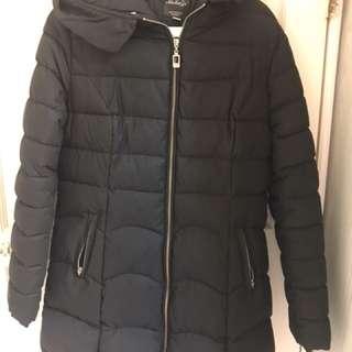 黑色羽絨外套