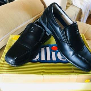 Black shoes for kid
