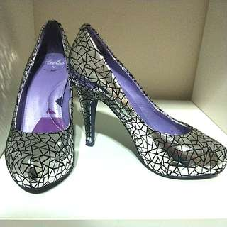 💰🎈#HariRaya35 GSS SALE!! RARE LADIES RAD RUSSELL SILVER GEOMETRIC ELEGANT HIGH HEELS!!! A FEW WEAR AND TEAR SEEN AT PIC 3 & 4, CAN BE WORN FORMAL BLACK TIE EVENT OR FOR FUNKY PARTIES!! VERY VERSATILE!! DEFINITELY NOT FOR FUSSY BUYER!!!