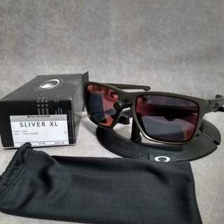 Oakley sliver xl lead color frame torch iridium lens