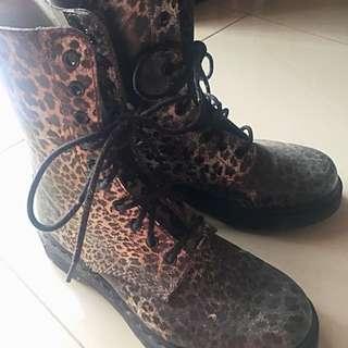 Dr.Martens Leopard (Hi Ankle)