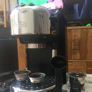 Delonghi single and double espresso maker with milk frother (full accessories available)