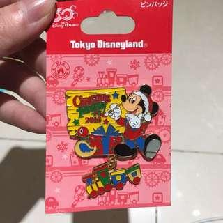 Disney Mickey Christmas pin