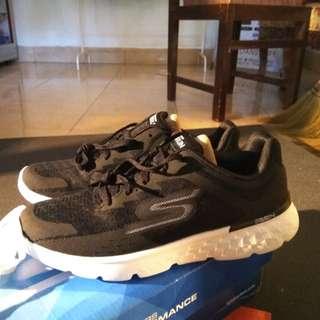 Skchers Go Run 400 Size 41