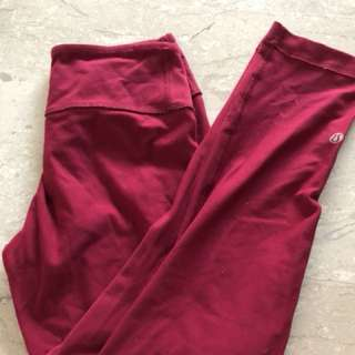 Lululemon wunder under crops size 4