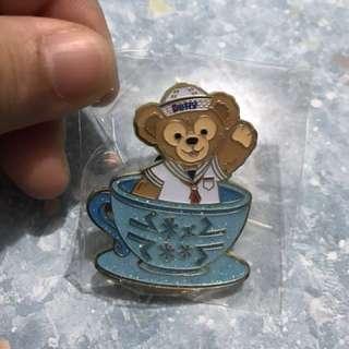 迪士尼 Disney 咖啡杯 Tea Cup Pin Duffy 徽章