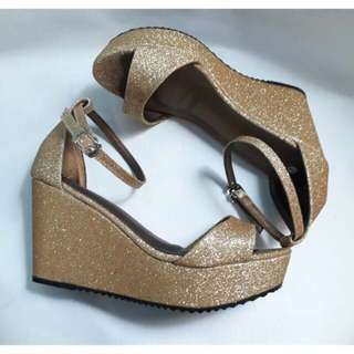 😍Glitters Gold Sarah Wedge😍