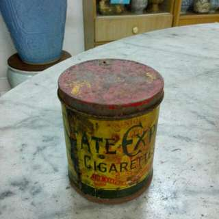 555 State Express Cigarettes Round Tin Vintage 1