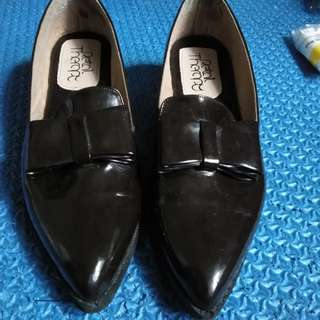 Bow Loafers in Brown