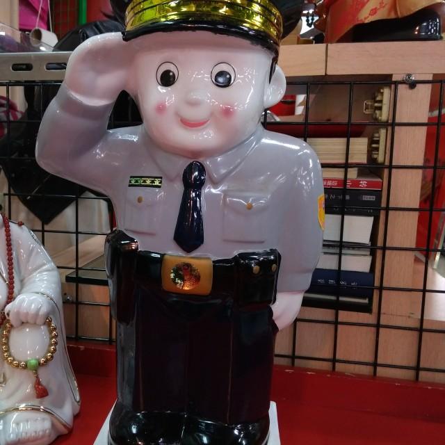 大隻警察公仔