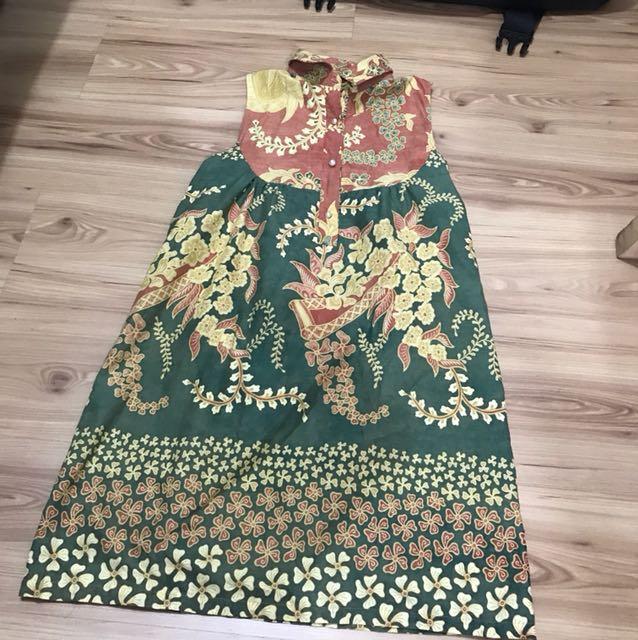 Batik lawas dresses