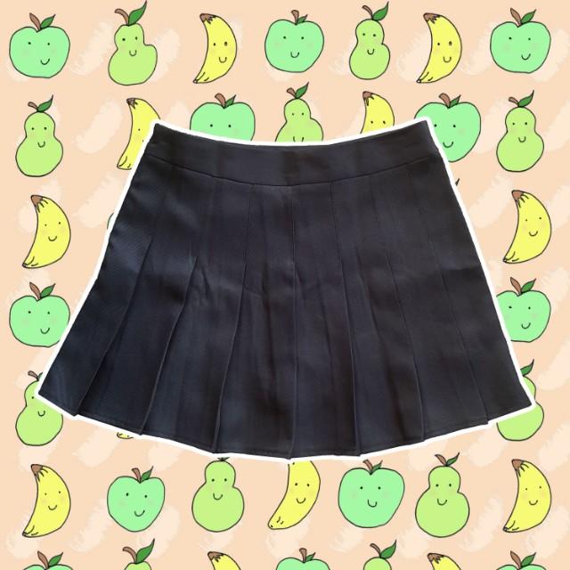 Black pleated skirt (S)