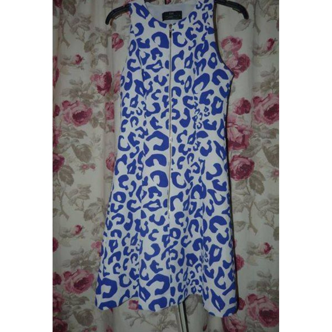 Cue recent animal front zip dress size 6 $65