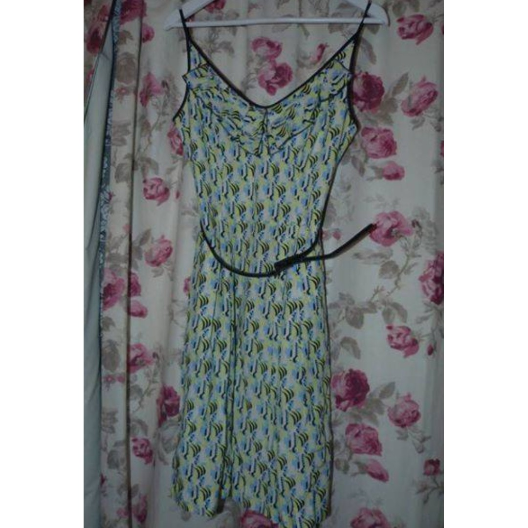 Cue summer print dress with pockets and belt. Size 8 Excellent $45