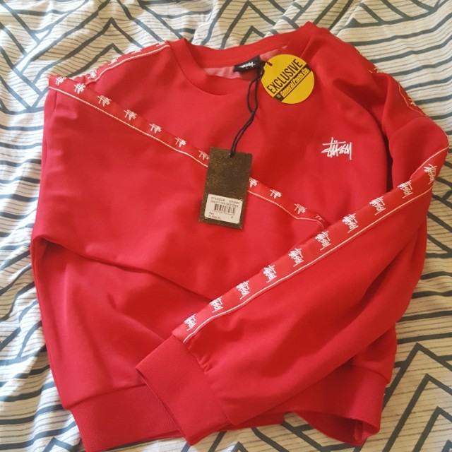EXCLUSIVE BNWT Stussy Red Graffiti Crop Sweater