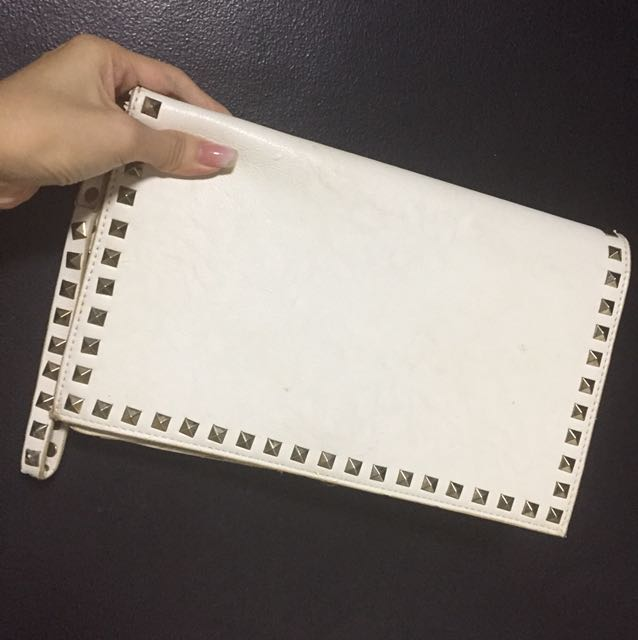 F21 pouch with slight flaws