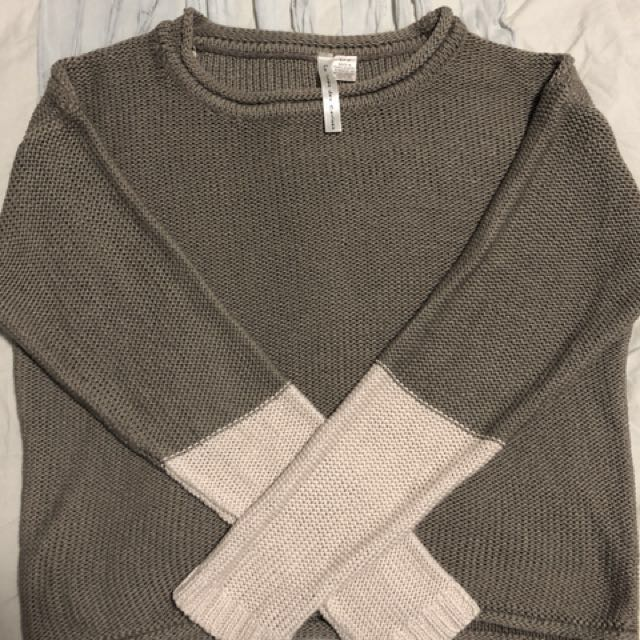 Green and beige sweater (small)