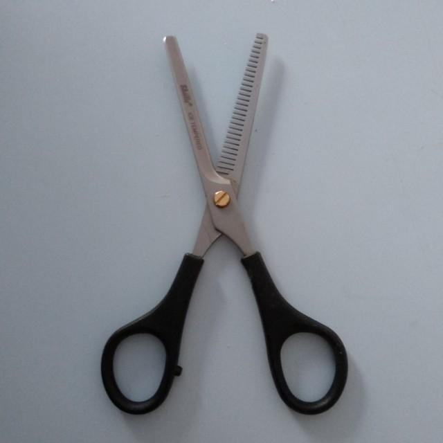 Gunting rambut sheila