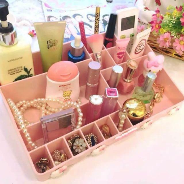 Hello Kitty Make-up Organizer