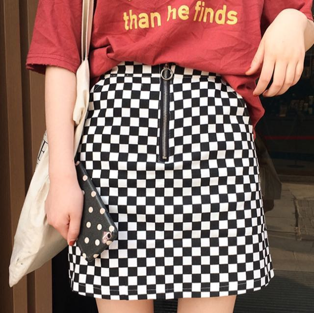 High waisted checkered skirt