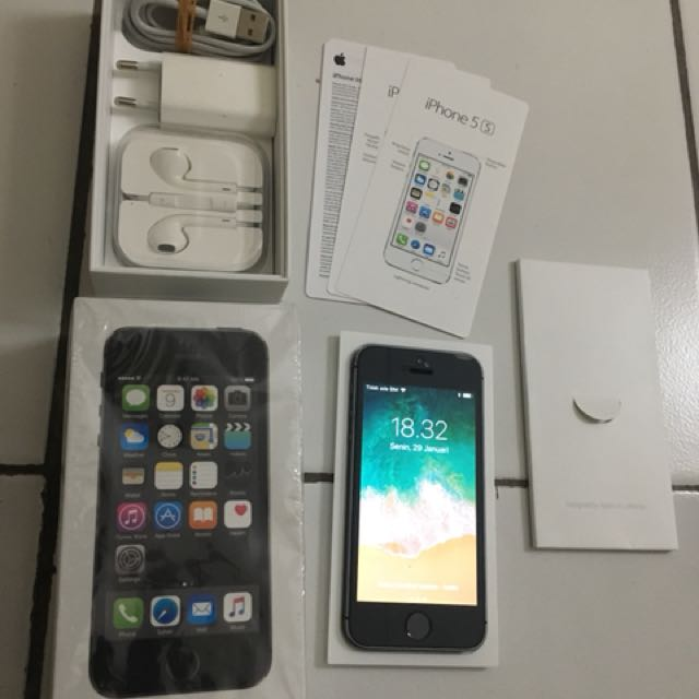Iphone 5s space gray 16gb masih garansi