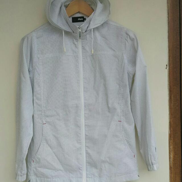 Jaket merk Fila Original - Bahan Katun.  Size M :  Lebar bahu 40cm, lebar dada 52cm, panjang 66cm.