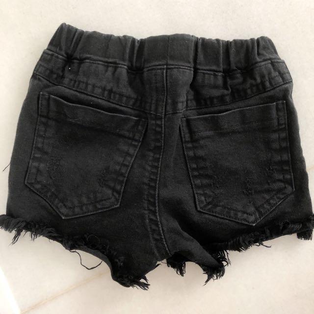 Jeans pendek hitam