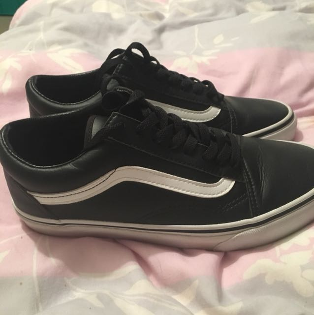 Leather Vans old skools . Size 8.5