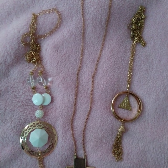 Necklace lot (new)