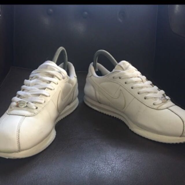 finest selection 279d0 824b1 NIKE CORTEZ TRIPLE WHITE on Carousell