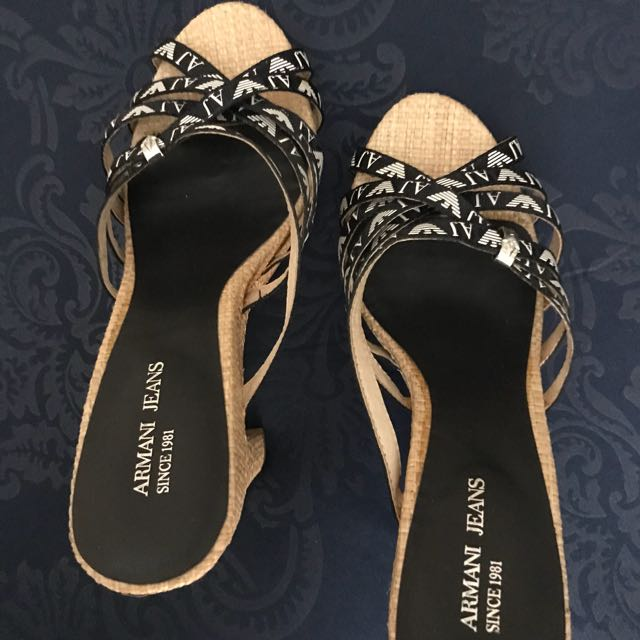 Only wore once or twice. Good good condition. Beli mahal jual muraah saja😬