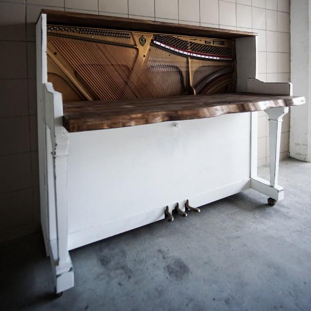Piano study table