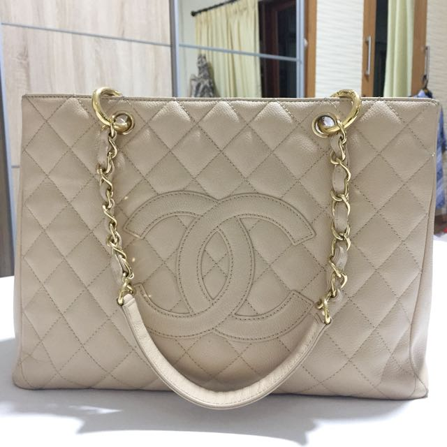 Preloved Chanel GST in beige and gold hardware