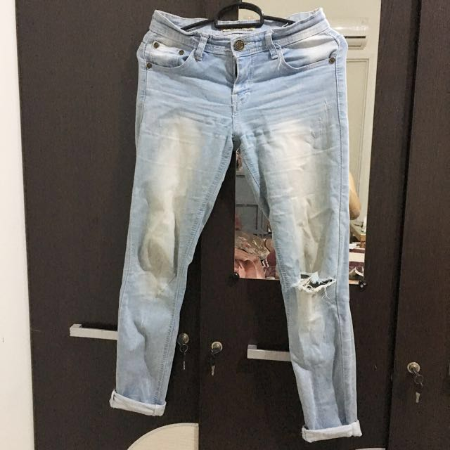 Ripped jeans freong