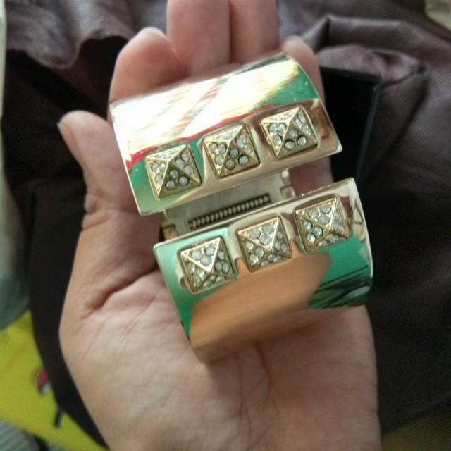 Sale!Victoria's Secret Gold Cuff bracelet