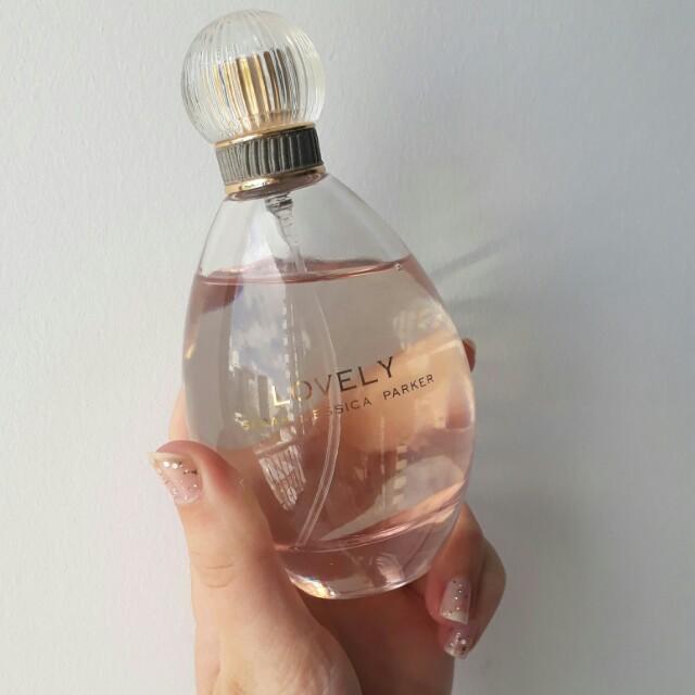 Sarah Jessica Parker 'Lovely' perfume